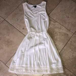 NWOT H&M white dress with lace detail